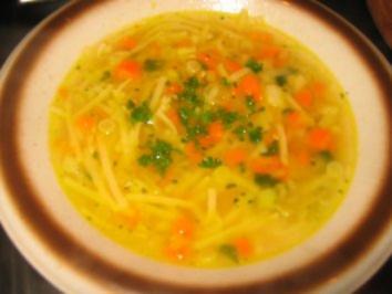 Suppe: Würziges Suppengrün-Nudelsüppchen - Rezept
