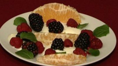 Rezept: Obst mit Naturjoghurt (Philipp Sonntag)