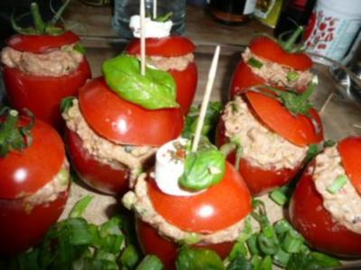 TAPAS/FISCHTomaten gefüllt mit Thunfisch-Erbsen - Rezept