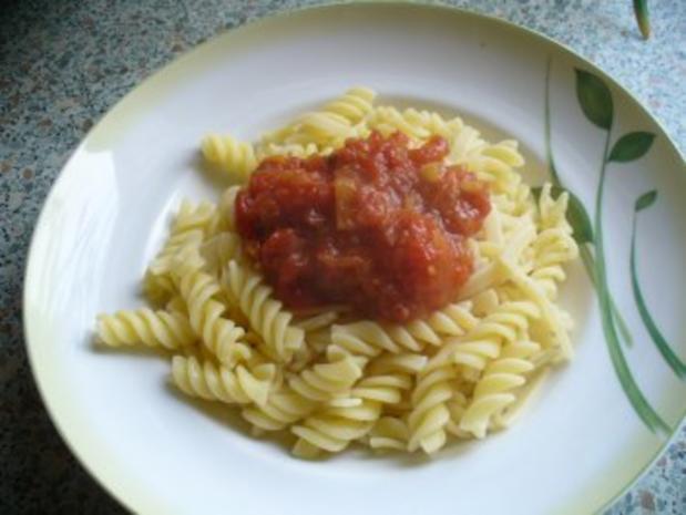 Tomatensoße - á la Dietz - auf Spirelli - Rezept