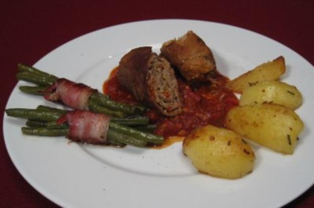 Spanische Roulade mit Tomatensoße, Bohnen und Thymiankartoffeln - Rezept - Bild Nr. 2