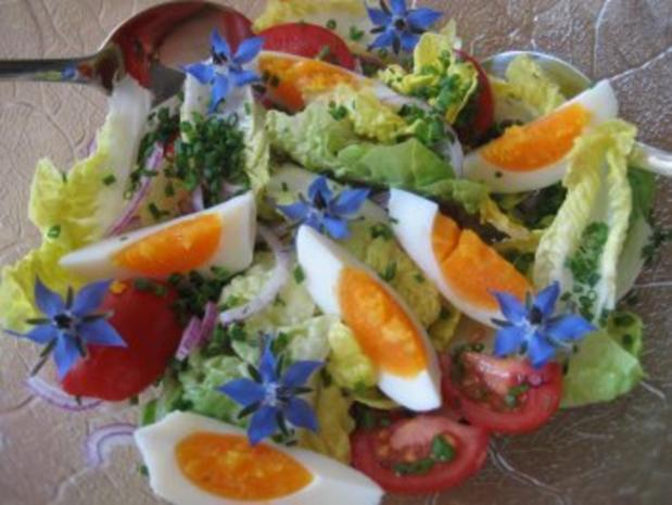Salat-Herzen mit Borretschblüten ... - Rezept