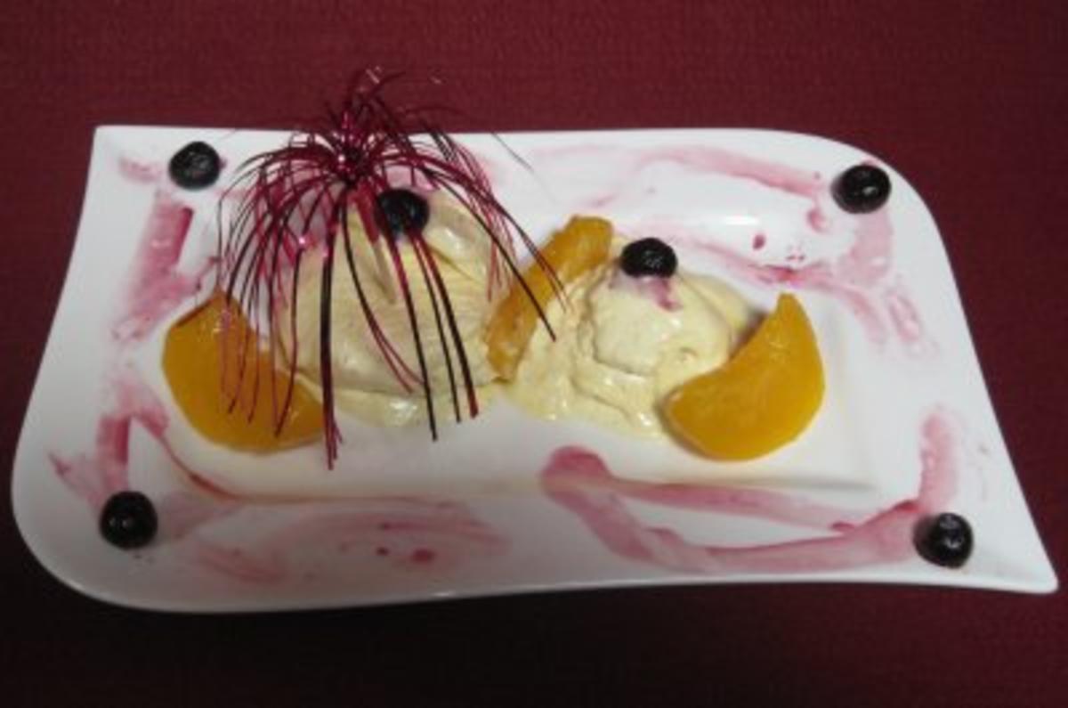 Vanilleeis mit beschwipster Pfirsich-Heidelbeer-Soße - Rezept Eingereicht von Das perfekte Dinner
