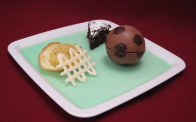 Dessertvariationen auf grünem Götterspeisespiegel und Schokoladenapfelkuchen - Rezept