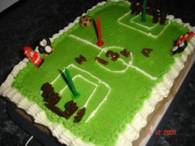 Kindergeburtstagstorte Fußball-Stadion - Rezept