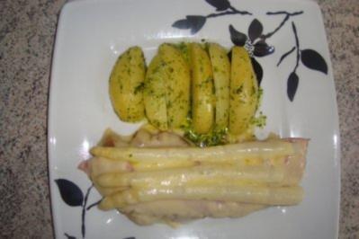 Fleischgerichte: Wiener Schnitzel mit Schinken, Spargel und Käse überbacken - Rezept