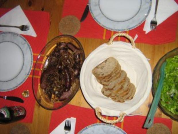Bauernbratwurst mit gerösteten Zwiebeln und Brot - Rezept - Bild Nr. 4