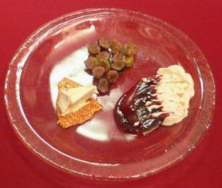 Weintrauben mit Haselnuss-Grappa-Füllung an Holunder-Coulis - Rezept - Bild Nr. 2