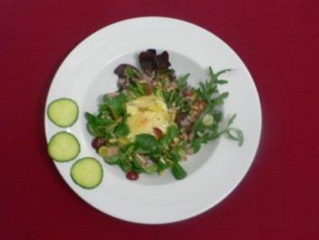 Ziegenkäse-Birnen-Kartoffel-Gratin und Salat mit Nüssen, Pinienkernen u. Weintrauben - Rezept - Bild Nr. 2