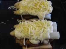 Putenschnitzel auf Toast mit Spargel ,Hollandaise und Käse überbacken - Rezept