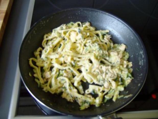 Fettucine mit Lachs und Zucchini - Rezept - Bild Nr. 2