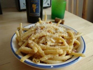 Carbonara (Keine Schinken-Sahne-Soße !) - Rezept
