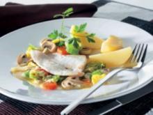 Fischfilet auf Gemüsebett mit Salzkartoffeln - Rezept
