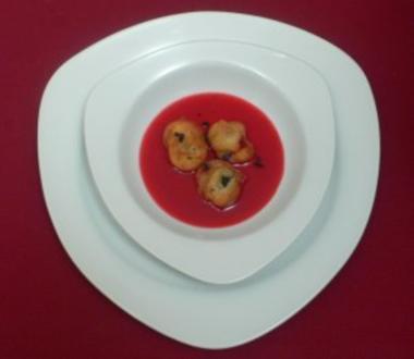 Weintraubenbeignets im Himbeersüppchen mit Pariser Veilchen - Rezept - Bild Nr. 2