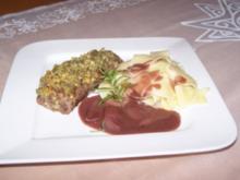 Lammlachse mit Kräuterkruste und Balsamico–Schalotten-Rotweinsauce - Rezept