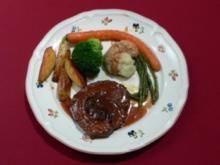 Gefüllte Rinderfleischtaschen mit Rotweinpflaumen an Kartoffeln und buntem Gartengemüse - Rezept - Bild Nr. 2