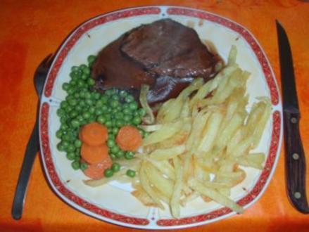 """Rinderbraten, """"ganz einfach """" mit Pommes Frites und Erbsen und Karotten - Rezept"""