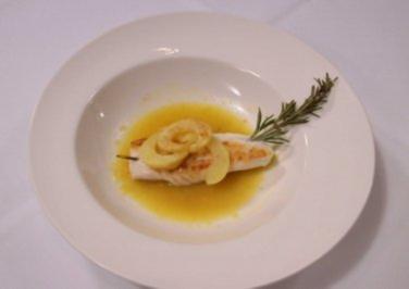 Saint-Pierre-Fisch mit Rosmarinspieß an Zitronen-Knoblauch-Sud - Rezept