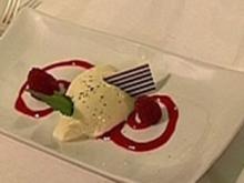 Weiße Schokoladenmousse auf Himbeerspiegel mit grünem Tee - Rezept