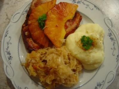 Kassler-Kotelett mit gebratenen Ananas und Sauerkraut - Rezept