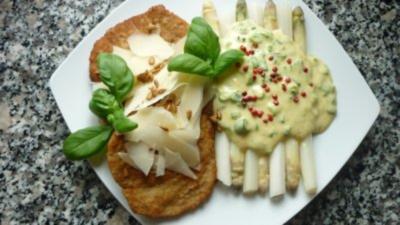 Rezept: Parmesanschnitzel mit weissem Spargel an Pistazien-Frühlingszwiebel-Hollandaise