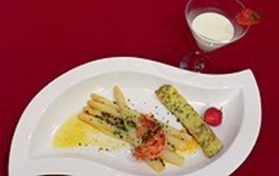 Spargel mit Scampi in Passionsfrucht-Dressing und Zitronensorbet - Rezept - Bild Nr. 2