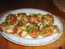 Baguette mit Kräuterbutter und Bruscetta lecker überbacken - Rezept