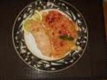 Nudeln mit Orangensauce und gebratenem Lachsfilet - Rezept