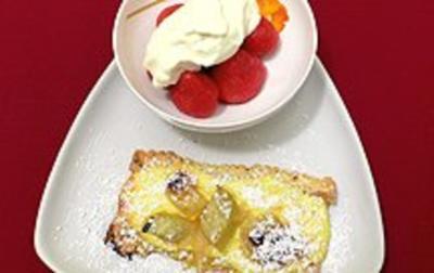 Rhabarber-Quark-Blätterteigstreifen und glasierte Erdbeeren - Rezept - Bild Nr. 2