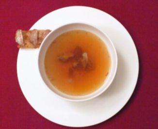 Klare Ochsenschwanz-Suppe mit Markkrusteln - Rezept - Bild Nr. 2