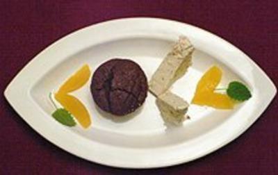 Semifreddo di torrone mit lauwarmem Schokoladenkuchen - Rezept - Bild Nr. 2