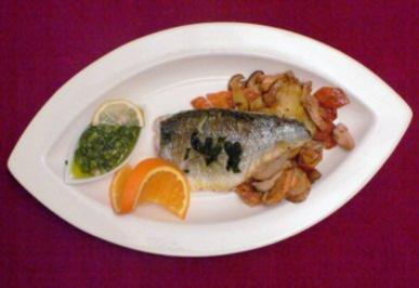 Im Ofen gebratenes Wolfsbarschfilet mit Kräutern, Kartoffeln, Pilzen & Salsa Verde - Rezept - Bild Nr. 2