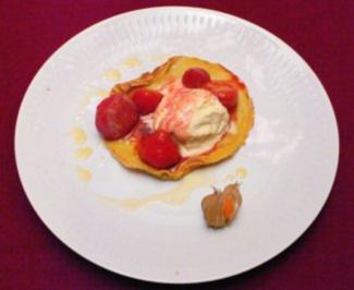 Vanilleeis mit karamellisierten Erdbeeren in Pfannkuchen - Rezept - Bild Nr. 2