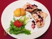 Eingelegte Steaks mit Knoblauch-Kartoffeln, gefüllten Pimentos und Salat - Rezept - Bild Nr. 2