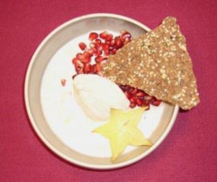 Granatapfelkerne an Vanilleeis, Rosen-Mandelsorbet und Chai-Trüffeln - Rezept - Bild Nr. 2