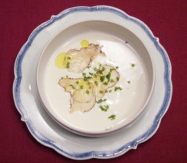 Sellerie-Apfel-Samtsuppe mit Macadamiacreme und Trüffel - Rezept - Bild Nr. 2