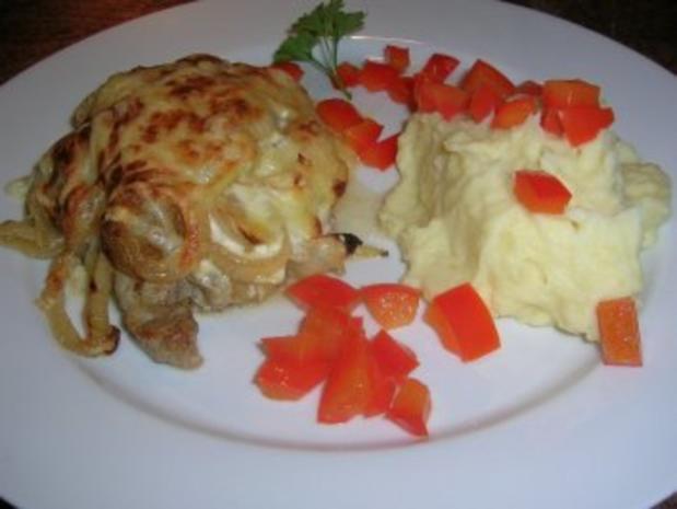 Zwiebel-Sahne-Schnitzel  mit Kartoffelpüree(oder Kotelett/Putenschnitzel/Hähnenbrustfilets - Rezept