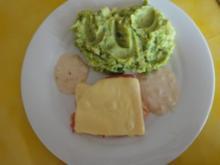 Überbackene Hähnchenschnitzel mit Erbsen-Kartoffel-Stampf - Rezept
