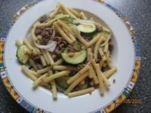 Zucchini Hack Pfanne mit Nudeln - Rezept
