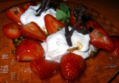 Ziegenfrischkäsecreme mit Balsamico-Erdbeeren - Rezept