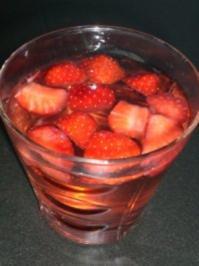 Fruchtige Erdbeerbowle - Rezept