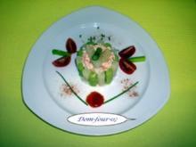 Krabbencocktailmousse von weißen & grünen Spargel umhüllt - Rezept
