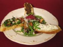 Warmes Pilzintermezzo auf Rucola mit dreierlei Crostini us de Lameng - Rezept