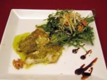 Fisch mit Pestokruste und Rucola-Walnuss-Salat - Rezept