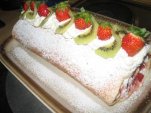 Backwaren: Erdbeer- Kiwi- Rolle - Rezept