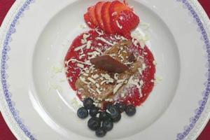 Halbgefrorenes vom Lübecker Marzipan mit frischen Früchten - Rezept