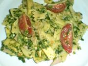 Nudelsalat mit Würzspinat - Rezept