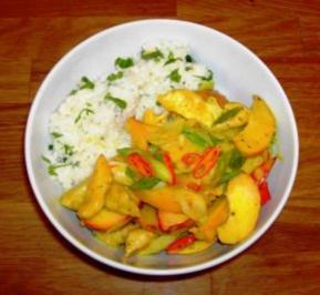 Scharfes Pfirsich-Hähnchenbrustgeschnetzeltes mit Zitronen-Butter-Reis - Rezept