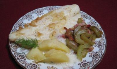 Fischfilet auf Schmorgurken-Gemüse an Dillschaum mit Kartoffeln - Rezept