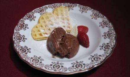Hausgemachte Waffeln mit Mousse au Chocolat - Rezept